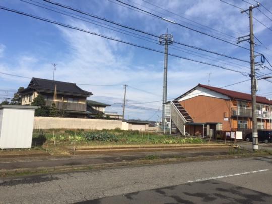 山代小学校、消防署山代分署、山代派出所近く。間口18.75m×奥行20m 。前面道路幅12m、6m。