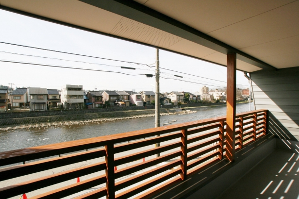 2Fゲストルームバルコニーより浅野川を望む