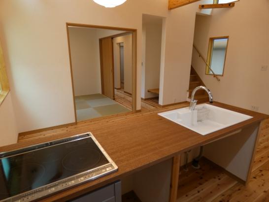 シンプルな造作キッチンは使い勝手がとても良いです