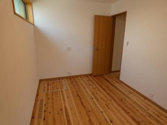 寝室も広くて塗り壁で匂いもない気持ちの良い部屋になりました