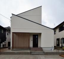 屋根勾配がカッコいい高性能R+ハウス