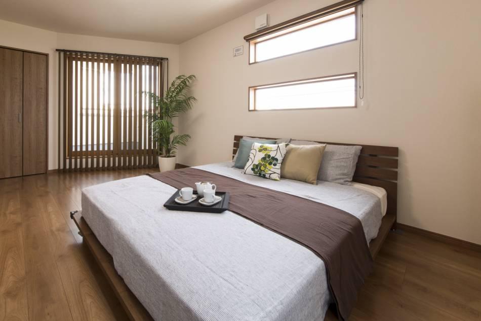 朝もラクラクお目覚め、広々ゆったり主寝室