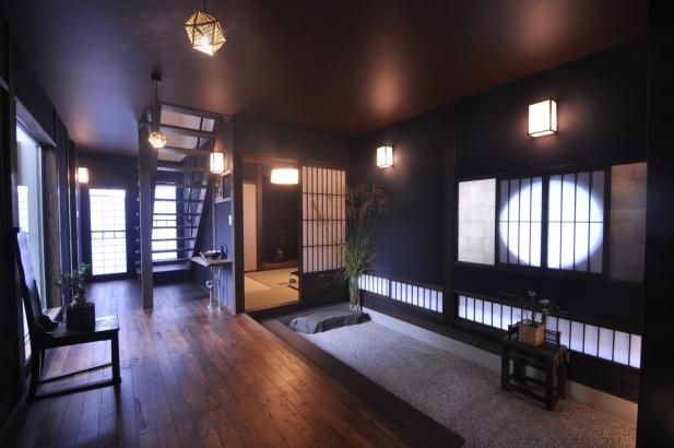 丸窓の印影が美しい玄関