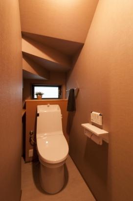 階段下利用したトイレ
