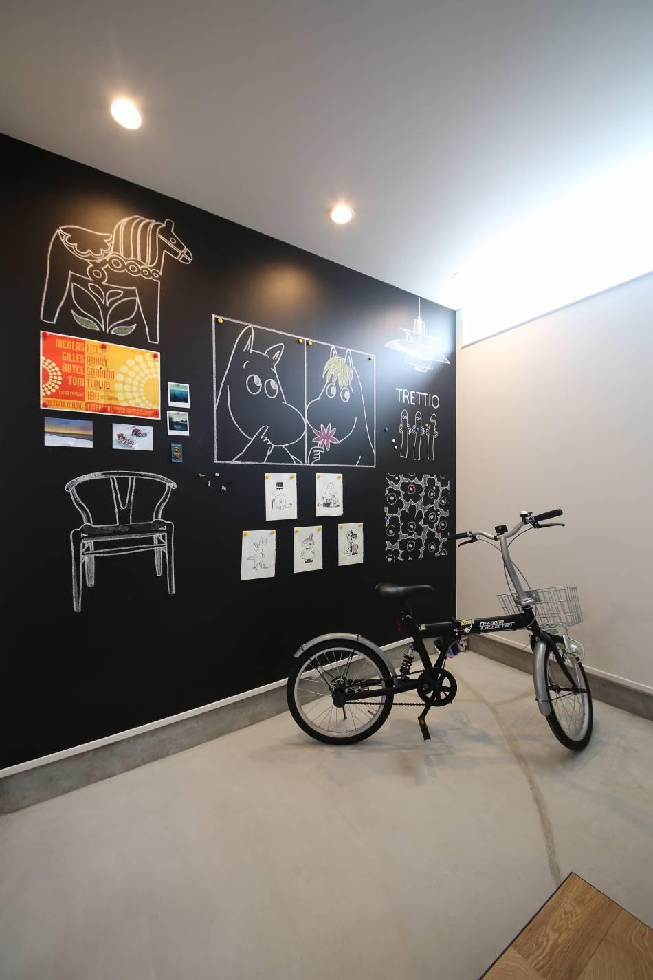 壁一面の黒板キャンバスにビックリ!!