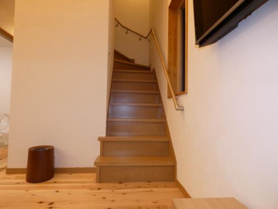 屋根裏収納に上るのも階段有るので安心です