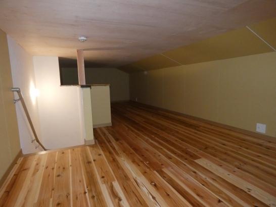 大容量の屋根裏収納室