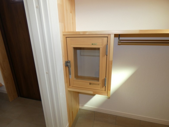 ポスト口に扉を付けて2重扉で冷気も入ってきませんね