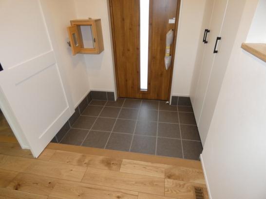 広すぎず狭すぎない丁度良い玄関とホールです シューズクローゼットは大容量