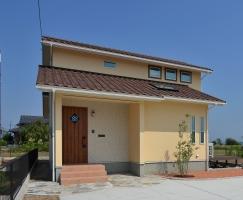 南欧風スタイルの天窓付住宅
