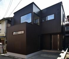 狭小地に建つ高性能住宅