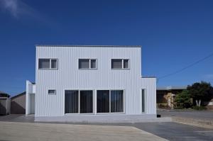 シンプルで開放的な空間の高性能住宅
