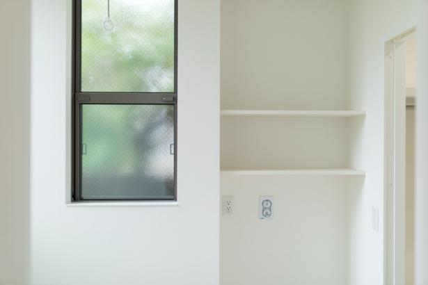 サンルームはホワイトを基調にして清潔感もり明るく爽やかに。