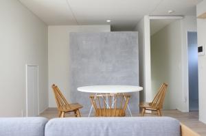モルタルと白い家/アカイホーム