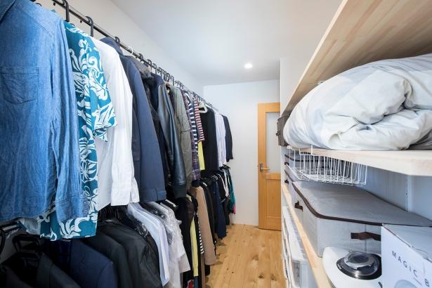 寝室続きの大収納クローゼットで、重いお布団も簡単に収納できます。
