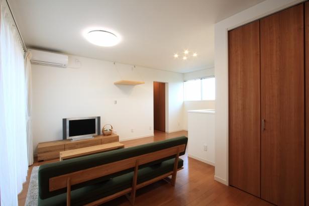LDK/南側に大きな窓を設けて明るく、開放的