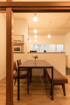 ダイニングテーブル/既存の床の間の板を天板に再利用した個性的なダイニングテーブル