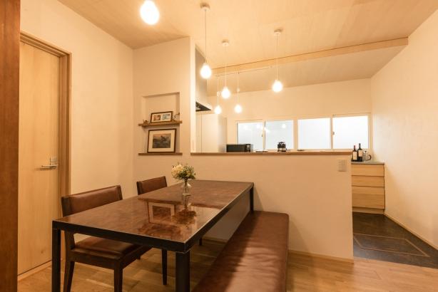 DK/壁付けのキッチンから対面キッチンに変更し、家族の様子が見れるようになった