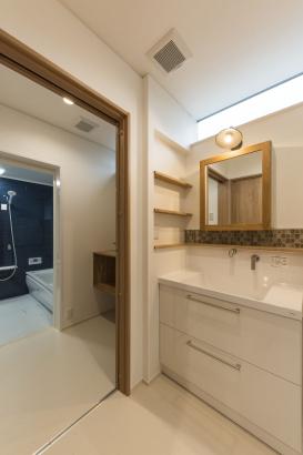 水廻り/洗面と脱衣はあえて別室で、利用時間が被ることに対して配慮している