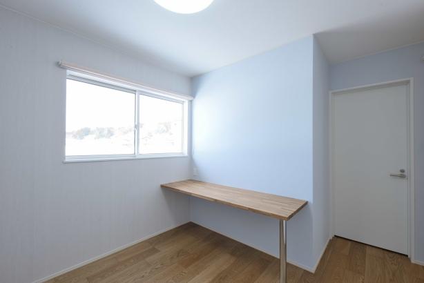 ウォークインクローゼット/床をあえて畳にすることで、その場で着替えが気軽にできる