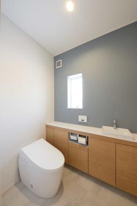 洗面脱衣室/床から天井までの収納で、収納力は抜群