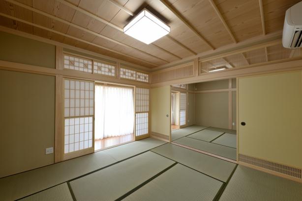 和室/8帖が2間続き、縁側がある昔ながらの配置