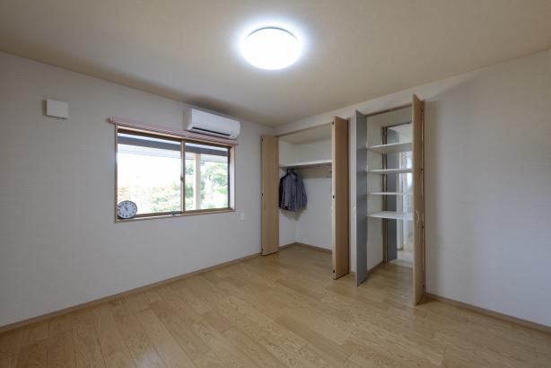 寝室/洗面脱衣室と共有の収納で着替えをパスできとても便利