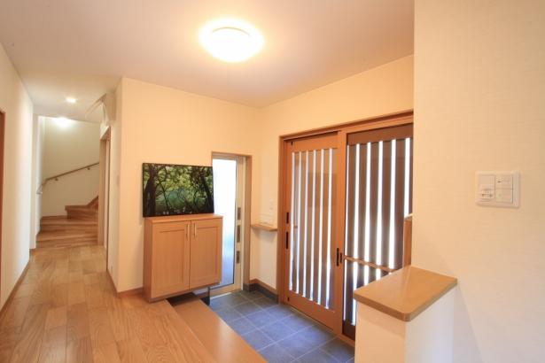 玄関/和室を玄関に改装し、ガレージスペースを確保。