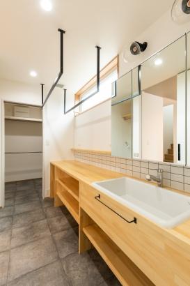 洗面・脱衣室/ホテルライクな洗面室は収納もバッチリ