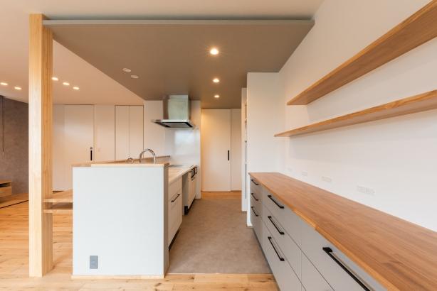 LDK/柔らかさのあるグレーの回遊キッチン