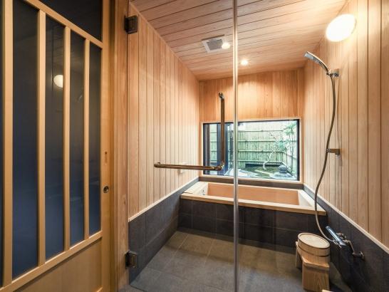 ヒノキの浴室