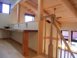 世代を繋ぐ空間造り 吹抜けのある2世帯住宅 / サワダ