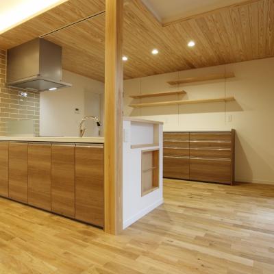 無垢材×珪藻土 自然素材の家 / サワダ