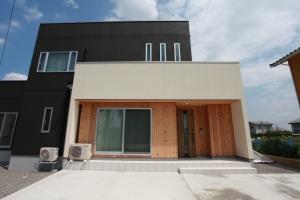 地勢を最大限利用したモノクロの家 | 新築一戸建て 施工事例