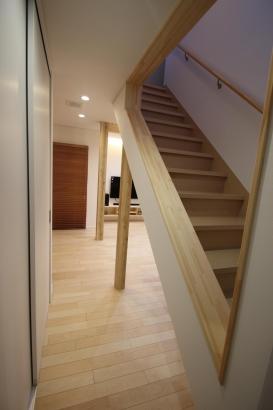 階段の壁を抜くことでできる抜け感