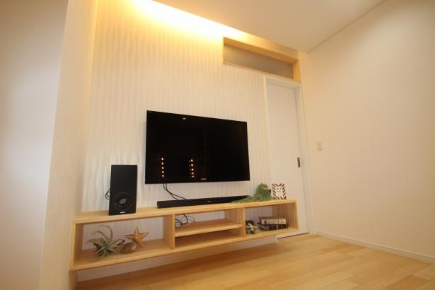 間接照明とテレビボード