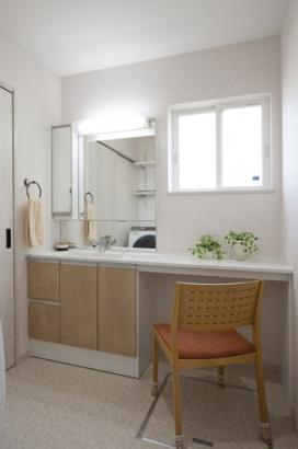 キッチンやお風呂、洗濯スペースをつなぐ洗面所。