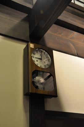 ご主人が長年愛用したという古時計。これから新たに幸せな時を刻むのだろう。