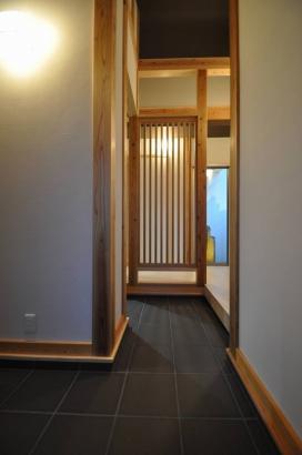 落ち着いた雰囲気の玄関ホール