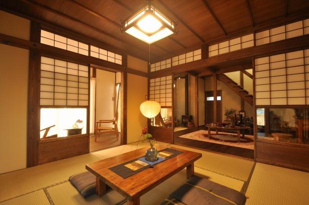 玄関入ってすぐの和室は一旦お客様をもてなす場所となる