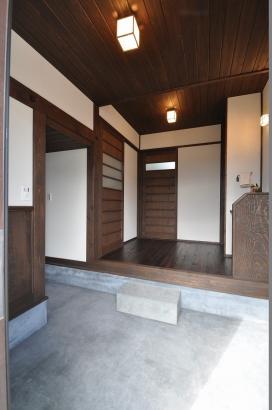 昔ながらの広くゆったりとした玄関土間