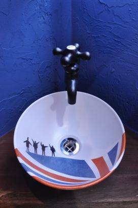 ビートルズとユニオンジャックの手洗い鉢