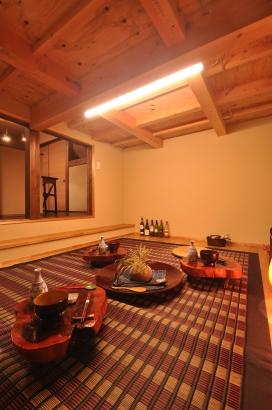 大あがり食堂の真下にあるフリースペース。飲み処や隠れ家的書斎または、キッズスペースにと多様な部屋に変化します