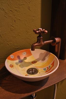花嫁のれんを描いたオリジナル手洗い鉢です。