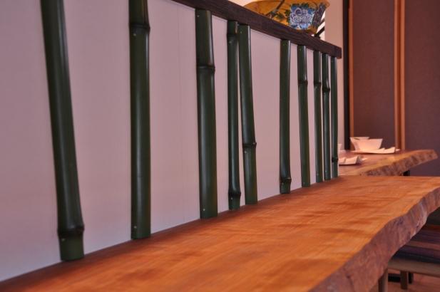 ダイニングのカウンター上には、竹が施され、部屋のアクセントとなっております。