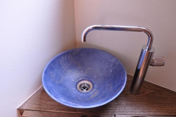 ご主人のリクエストの星空をイメージしたオリジナル手洗い鉢