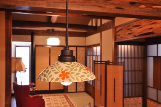 モダンファンタジーな空間に似合う陶器のオリジナル照明