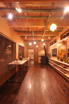 あらわし梁と竹を飾ったアトリエ&ギャラリー