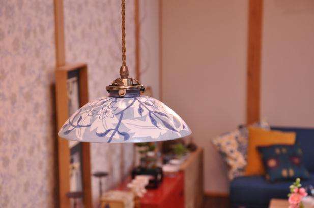 壁紙と柄を合わせた陶器のオリジナル照明
