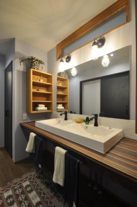 広めの造作洗面化粧台